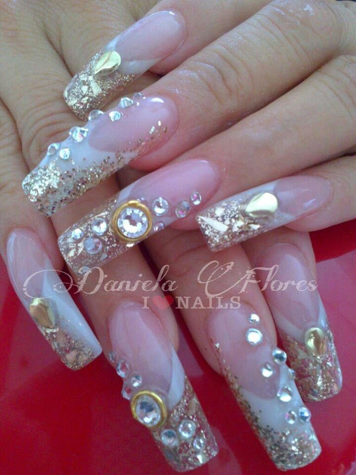 Super hermosas Uñas de Novia. #bling #superlong #long nails #golden #bride's nails #zwarovzky