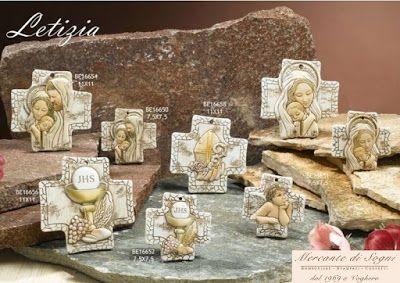 """Collezione """"DC.se"""" Linea LETIZIA Croci in bassorilievo Sacra Famiglia - Maternità Comunione - Cresima - Putto  Misure: piccola e grande  Linea di bomboniere Letizia composta da icone, realizzate in marmo resina, raffiguranti Sacri. Bomboniere perfette per tutte le cerimonie, battesimo, comunione, cresima e matrimonio. Sono tutte di ottima qualità rigorosamente made in Italy  Read more: http://mercantedisognivoghera.blogspot.com/2015_11_04_archive.html#ixzz3rDnuKSCn"""