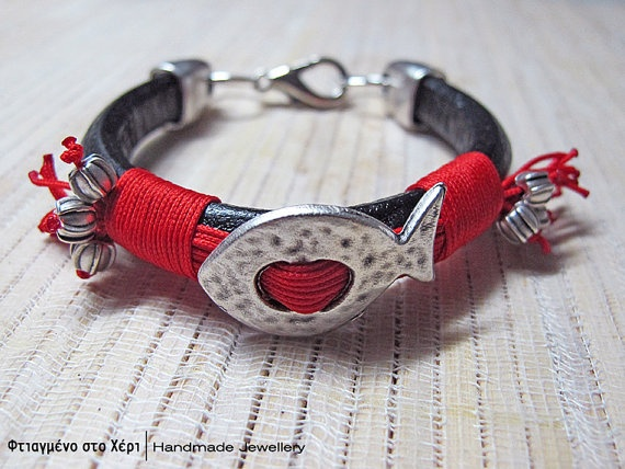 Funky fishes bracelets by FtiagmenoStoXeri on Etsy, €18.00
