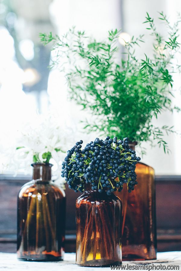 Bottles and berries - Italian Art Noveau Villa | Styled shoot '20 Inspired Liberty style event design+ planning Princess Wedding Ph by Les Amis  www.princesswedding.it