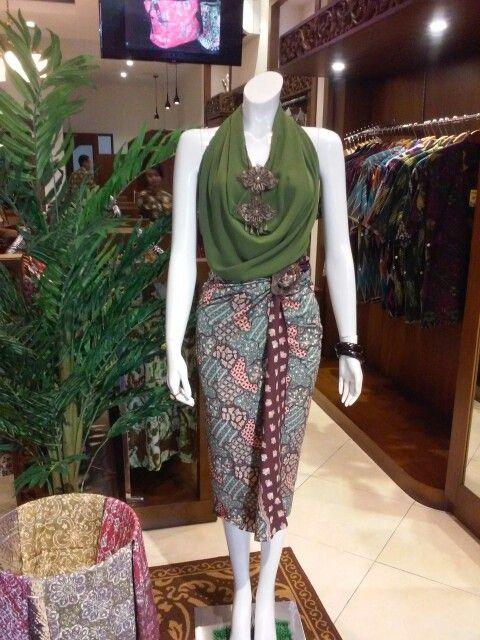 Batik motif cirebon dengan balutan warna pastel