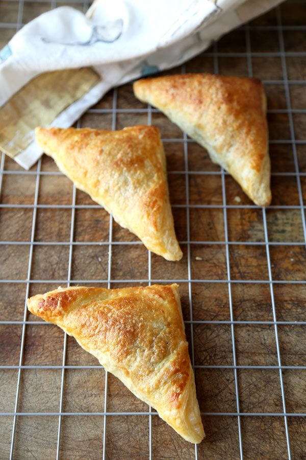 Light and flaky, sweet and tangy Apple Turnover Recipe ready to serve in 40 minutes!