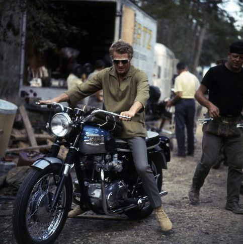 Steve McQueen on his Triumph Bonneville on the set of The Great Escape, Bavaria Film studios, South of Munich, May 1962. http://www.annabelchaffer.com/