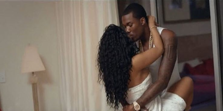 """Meek Mill feat. Nicki Minaj and Chris Brown – All Eyes On You [Video]- http://getmybuzzup.com/wp-content/uploads/2015/07/meek-mill3-650x325.jpg- http://getmybuzzup.com/meek-mill-nicki-minaj-chris/- Meek Mill releases the official visuals for the song """"All Eyes On You"""" featuring Nicki Minaj & singer Chris Brown.Enjoy this videostream below after the jump.  Follow me:Getmybuzzup on Twitter