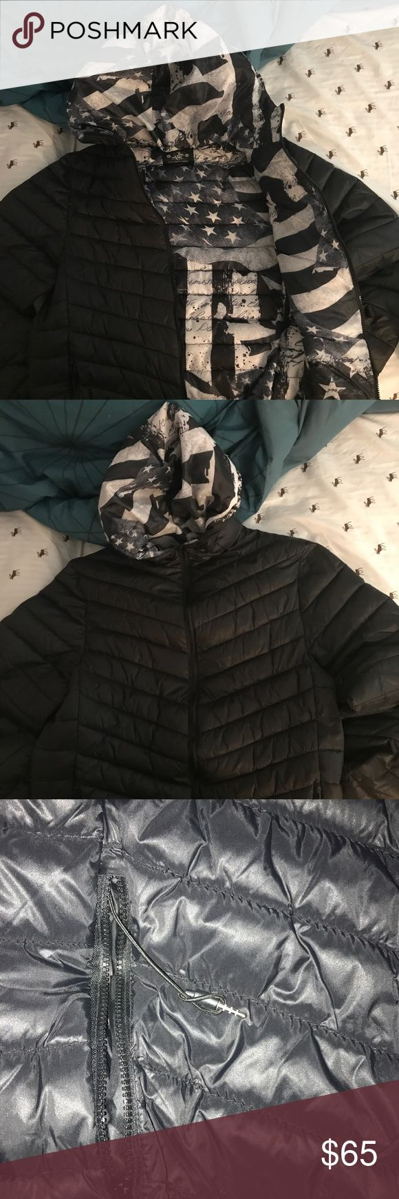 Mens Jacket w/Headphone Jack !! Lightweight, puffer jacket for men. Has very stylish black and white interior. Comes with a hood, and a headphone jack to listen to you music right in the comfort of your own coat! To plug them in your device is a photo shown with two circular locations at the top of the Jacket. Only worn once! Excellent condition! winchester Jackets & Coats Puffers