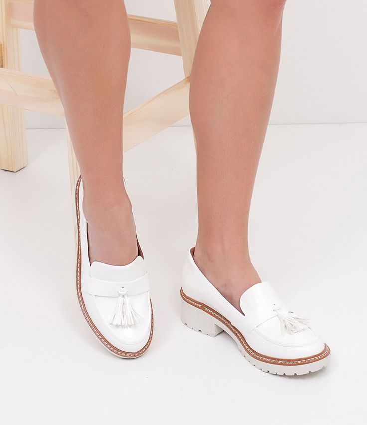 Sapato feminino  Tratorado  Em verniz  Com sola branca  Marca: Satinato       COLEÇÃO VERÃO 2017     Veja outras opções de    sapatos femininos.          Sobre a marca Satinato     A Satinato possui uma coleção de sapatos, bolsas e acessórios cheios de tendências de moda. 90% dos seus produtos são em couro. A principal característica dos Sapatos Santinato são o conforto, moda e qualidade! Com diferentes opções e estilos de sapatos, bolsas e acessórios. A Satinato também oferece para as…