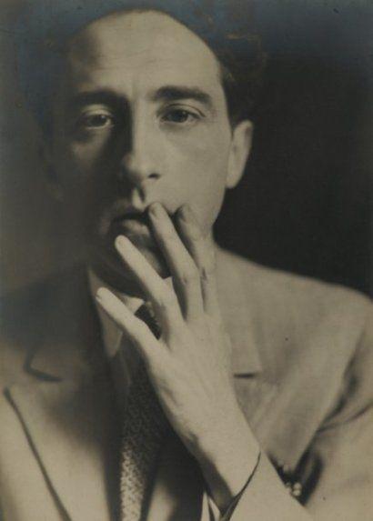Germaine Krull. Jean Cocteau, 1929. Tirage argentique Vintage Signé et titré au crayon sous l'image Collé sur papier dessin et mis en page par Germaine Krull.
