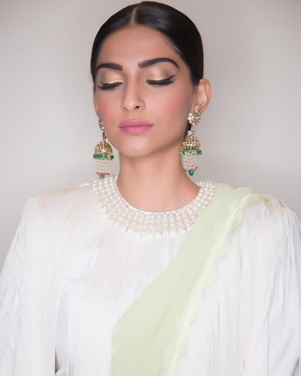 Kareena Kapoor Khan, Sonam Kapoor, Alia Bhatt: Here are the best beauty looks of the week   PINKVILLA