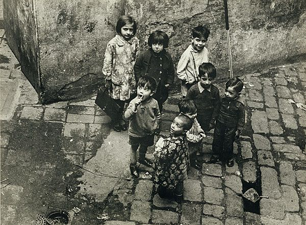 Margaret MICHAELIS Austria 1902 – Australia 1985 Movements: Australia from 1939 Slum children, Barcelona c.1934 gelatin silver photograph (on semi-glossy paper) image 17.0 h x 23.0 w cm Gift of the estate of Margaret Michaelis-Sachs 1986 Accession No: NGA 86.1384.160