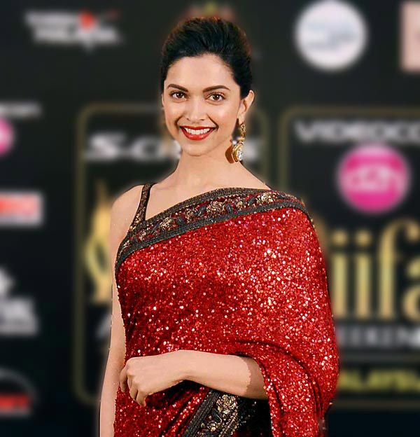 At IIFA Awards 2015 in Kuala Lumpur, ‪#‎Malasia‬, Deepika wore a glittery ‪#‎SabyasachiSaree‬. #Beautiful What do you think? Find a similar saree for yourself here- http://www.jabongworld.com/women/sarees.html?utm_source=ViralCurryOrganic&utm_medium=Pinterest&utm_campaign=Sarees-08-june2015