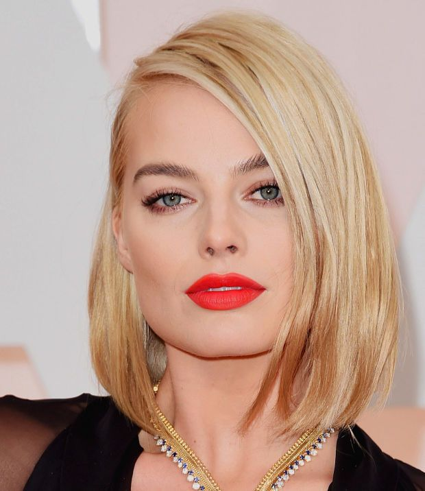 Margot Robbie and that standout red lip at the 2015 Oscars :: my all-time fave look is a bold lip with nude eyes