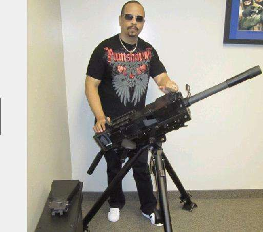 """El rapero Ice T es dueño de un arma de fuego y firme defensor de la Segunda Enmienda. Él dice: """"El derecho a portar armas es porque esa es la última forma de defensa contra la tiranía."""""""