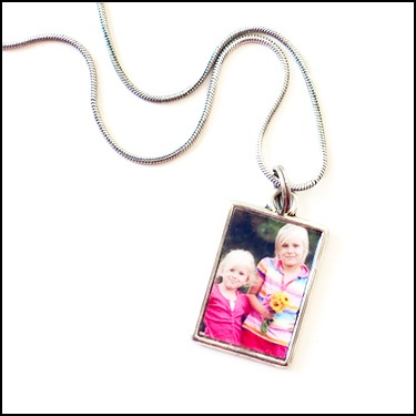 No Frill Reviews and Giveaways!: Custom Photo Charms Giveaway!