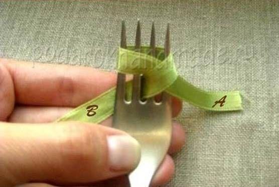 Ideas creativas - DIY arco de la cinta de satén con un Tenedor 2