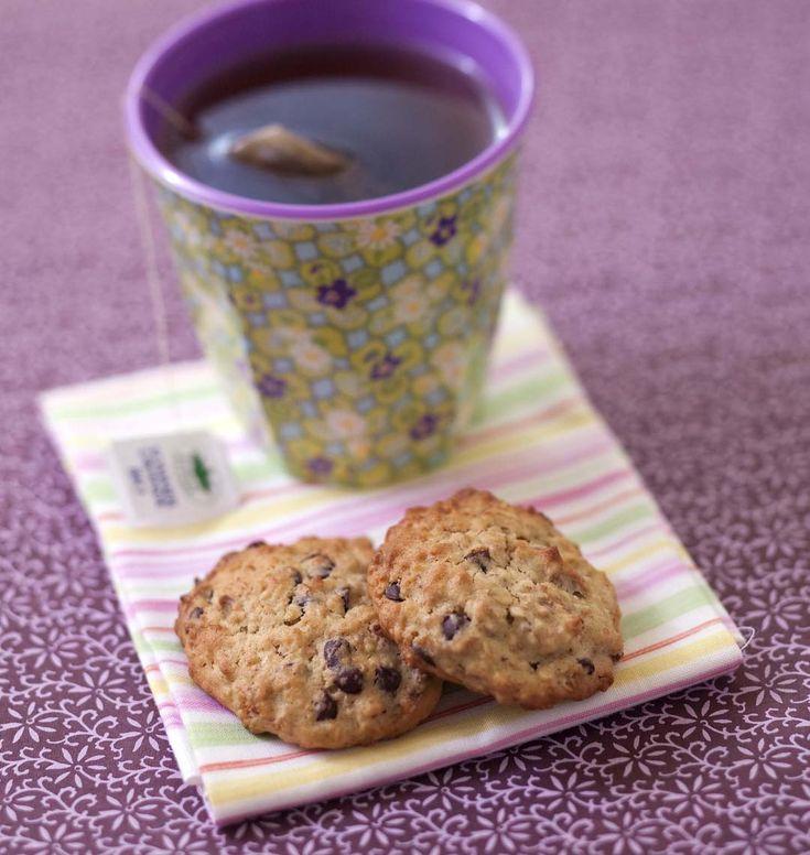 Des cookies aux pépites de chocolat, banane et amandes, qui sont très moelleux grâce aux flocons d'avoine. Une recette de Martha Stewart, fortement allégée en suivant les conseils de Lola.