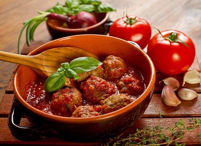 Фрикадельки в томатном соусе, ссылка на рецепт - https://recase.org/frikadelki-v-tomatnom-souse/  #Мясо #блюдо #кухня #пища #рецепты #кулинария #еда #блюда #food #cook