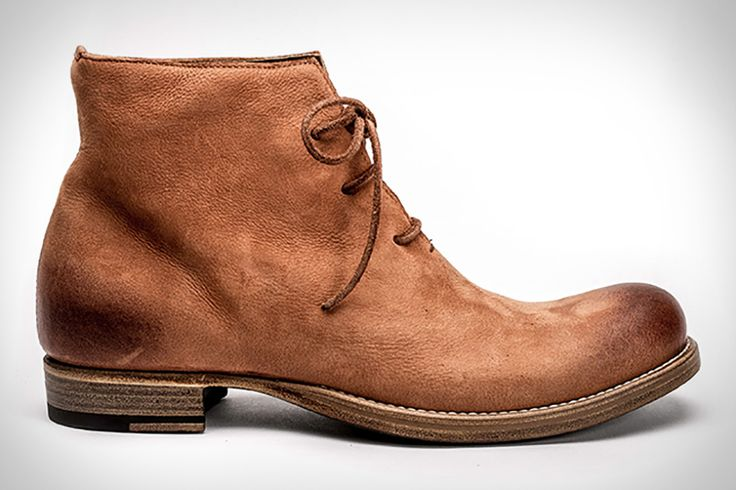 Made using a single piece of leather, the Stefano boot from Peter Nappi is deceptively simple and perfectly refined. Available in black, dusty brown, and burnished gray, each pair is handmade in Italy using Italian veg-tanned Vitello leather. The chukka...
