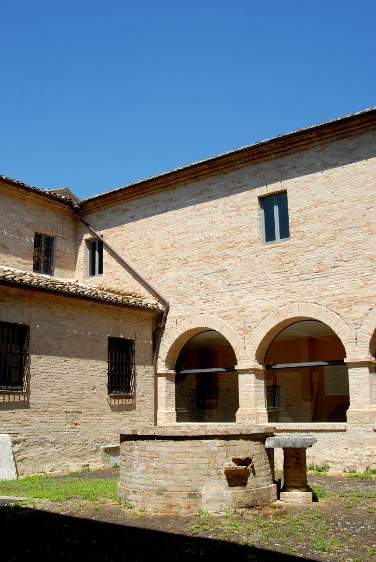 Ex convento francescano chiostro #marcafermana #falerone #fermo #marche