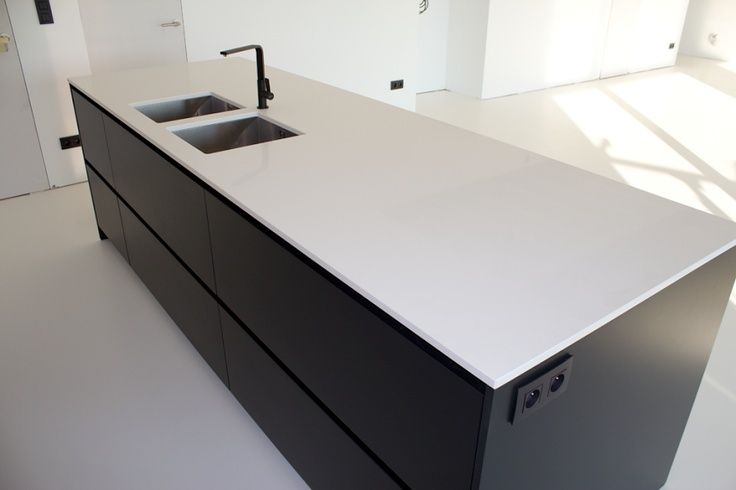 Loving the Nova Fenix NTM scratch resistant matt surface. Very practical and looks stunning especially in a black and white kitchen.