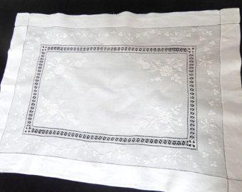 Centro tavola comò sciarpa sposa ricamato a mano Acetoselle irlandesi