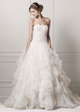 Awesome Completely stunning and over the top dramatic this strapless Organza ruffled skirt wedding