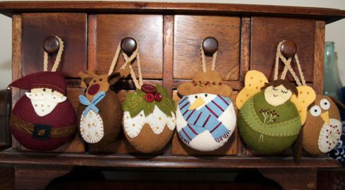 Stitching Cow: Homemade Christmas Decorations