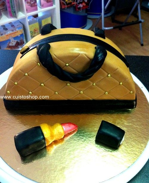 Gâteau sac à main 3D (décor pâte à sucre)