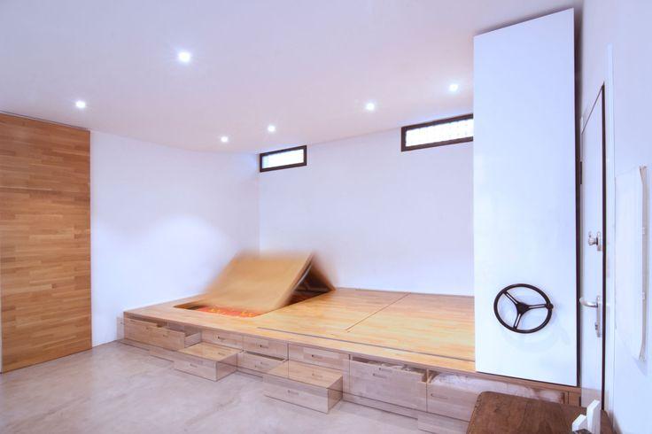 """Marian è un'insegnate di Pilates e osteopata. Voleva ristrutturare un piccolo appartamento di 50 m2 con due terrazze, a Salamanca in Spagna.Ci disse: """"Voglio vivere in un """"loft """". Vorrei avere uno spazio dove poter tenere le mie lezioni, due stanze per ospitare visite sporadiche, due bagni e uno spazio per il ripostiglio""""."""