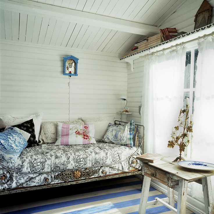 ultimate napping spot, via stuart mcintyre photographySummer House, Sleep Porches, Vintage Room, Reading Nooks, Cottages, French Vintage, Bedrooms, Vintage Inspiration, Country Interiors