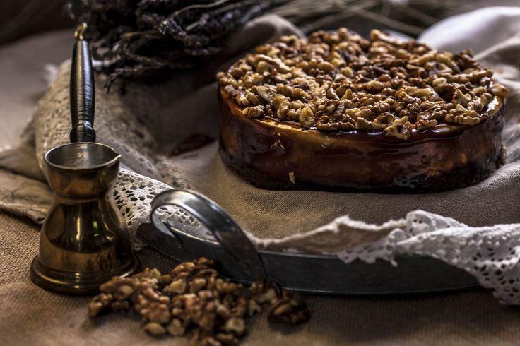 Τούρτα παγωτό καϊμάκι καρυδόπιτα (Kaimaki ice cream gateau with walnut cake base), kaimaki is a salep based ice cream made typically in Turkey and Greece. From Afoi Asimakopouloi, Athens. http://asimakopouloi.com/