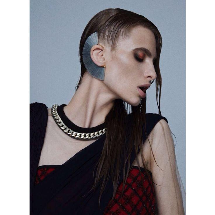 A powerful look with our Bjørg Jewellery ear cuff on Harper's Bazaar Türkiye September issue. Styling by Hakan Bahar.  http://shopigo.com/p/1006788/bjorg/grey-knight-ear-cuff  #shopigo #theloft #availableonsite #bjorg #earcuff #styling #harpersbazaartr #fashion #photoshoot #poweful #style
