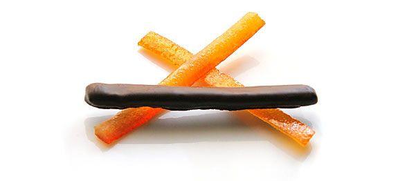 La fameuse recette des orangettes au chocolat. Une recette de Grands-mères imparable ! A la fois facile et délicieuse. Oranges confites au chocolat.