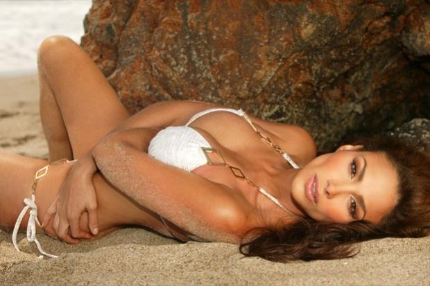 Hot Latina Girl #4! Beach anyone?