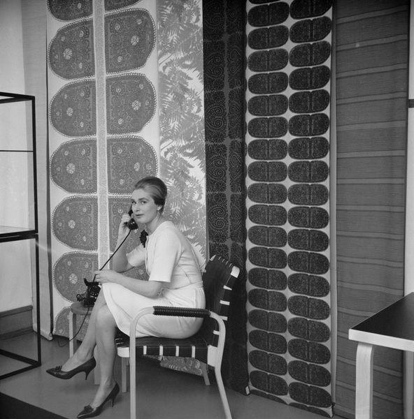 Marimekko fabrics in Rautatalo (Alvar Aalto)  Helsinki 1960-luku - SUOMEN VALOKUVATAITEEN MUSEO