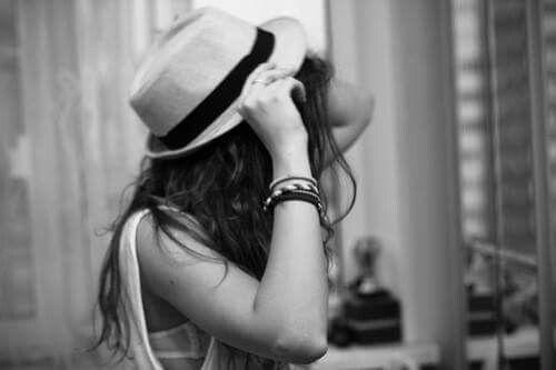 Dacă mă rătăcesc vreodată și uit drumul spre tine, caută-mă...adu-mă iar in brațele tale, acolo imi e locul!