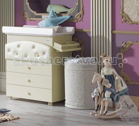 Baby Italia Baby Bath Pelle пеленальный (4 ящика)  — 33700р. ---  Комод Baby Italia Baby Bath Pelle пеленальный (4 ящика) - роскошный функциональный предмет мебели в детскую комнату. Выполнен из высококачественного, нетоксичного ДСП с тонированной поверхностью, цвета слоновой кости. Верхний ящичек красиво декорирован эко-кожей и кристаллами Swarovski, что придаст комнате еще большего шарма. Итальянские производители практично объединили в модели несколько функций: это и обычный комод для…