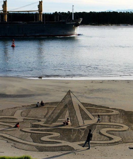 Diving Board : Amazing Sand Drawings - mom.me