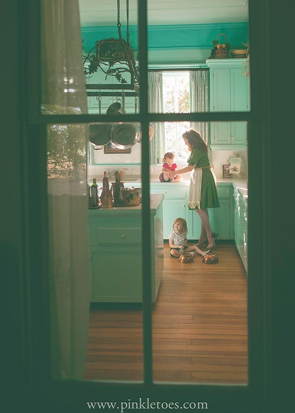 This picture rocks!: Mommy Chic, Dreams Kitchens, Sweet, Pinkl Toe, Beautiful Moments, Country Kitchens, Families, Children Photography, Kids Kitchens Photo