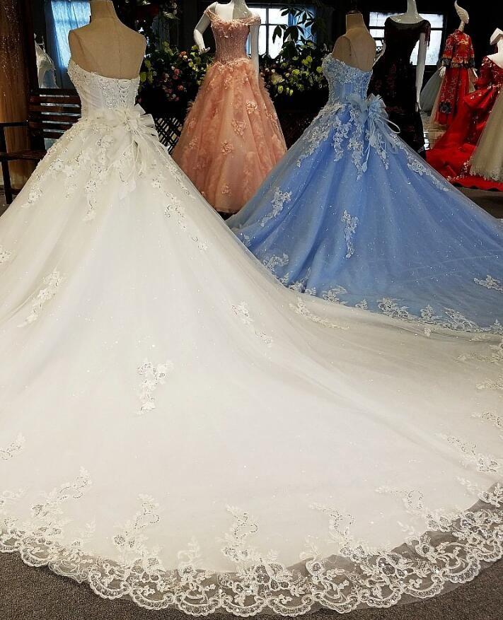 ウェディングドレス★カラードレス★水色★白★2択1★予約製作★床まで着くタイプとトレーンがあるタイプとの二タイプがあり★贅沢ドレス_画像2