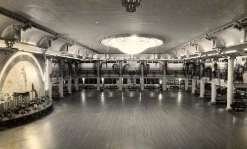 """Cloudland Dance Hall"",  builders declared, ""With its private alcoves, upholstered seating, dressing rooms, and perfect ventilation… the ballroom will be the finest of its kind in Australia"". It was no exaggeration. Cloudland was a classic World War II structure. Inside it had hard timber floors, decorative columns, sweeping curtains, domed skylights and chandeliers. Cloudland also had an upper circle of tiered seating which overlooked the floor and stage."