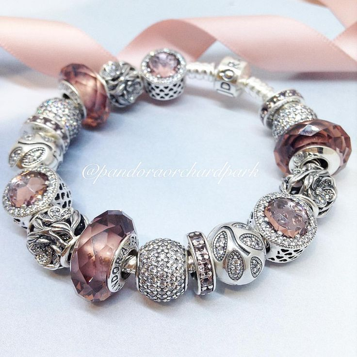 318 отметок «Нравится», 3 комментариев — Pandora: Orchard Park Mall (@pandoraorchardpark) в Instagram: «A beautiful bracelet featuring all of the new blush coloured charms for fall! Don't forget about…»