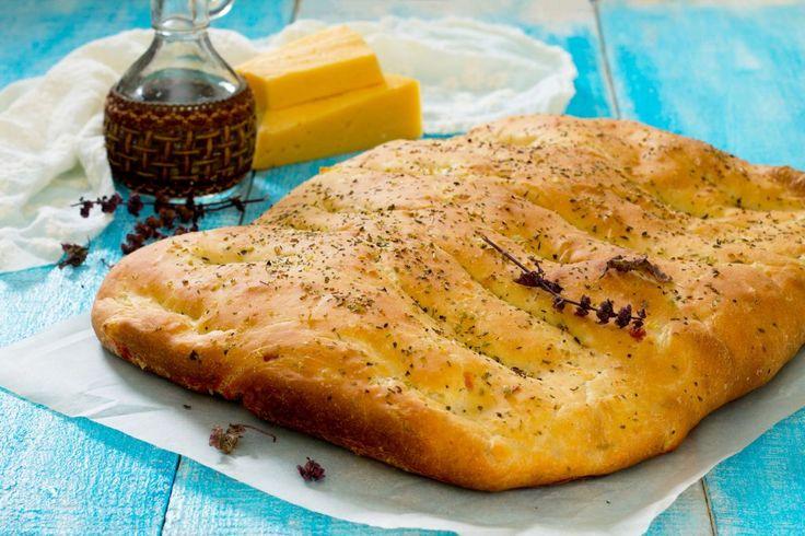 Învaţă să tu să prepari o focaccia cu rozmarin după reţeta lui Jamie Oliver şi uimeşte-ţi invitaţii cu tehnica ta desăvrşită în bucătăria mediteraneeană.