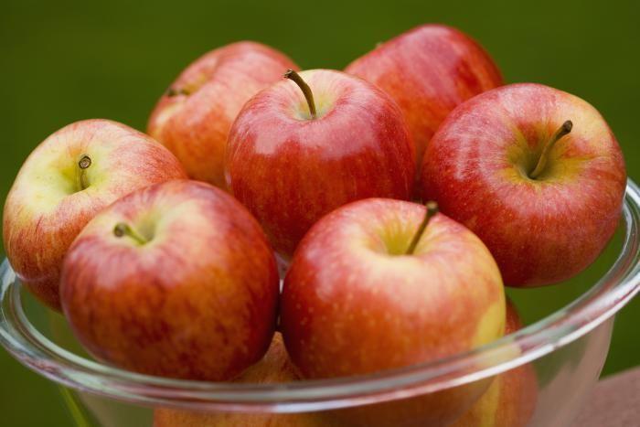 Appels zijn hét gezondste tussendoortje bij uitstek! Ze zijn een bron aan vitamine C en zijn ideaal in zowel zoete als hartige baksels. Ontdek enkele leuke weetjes wat je nog niet wist over dit lekker stukje fruit.