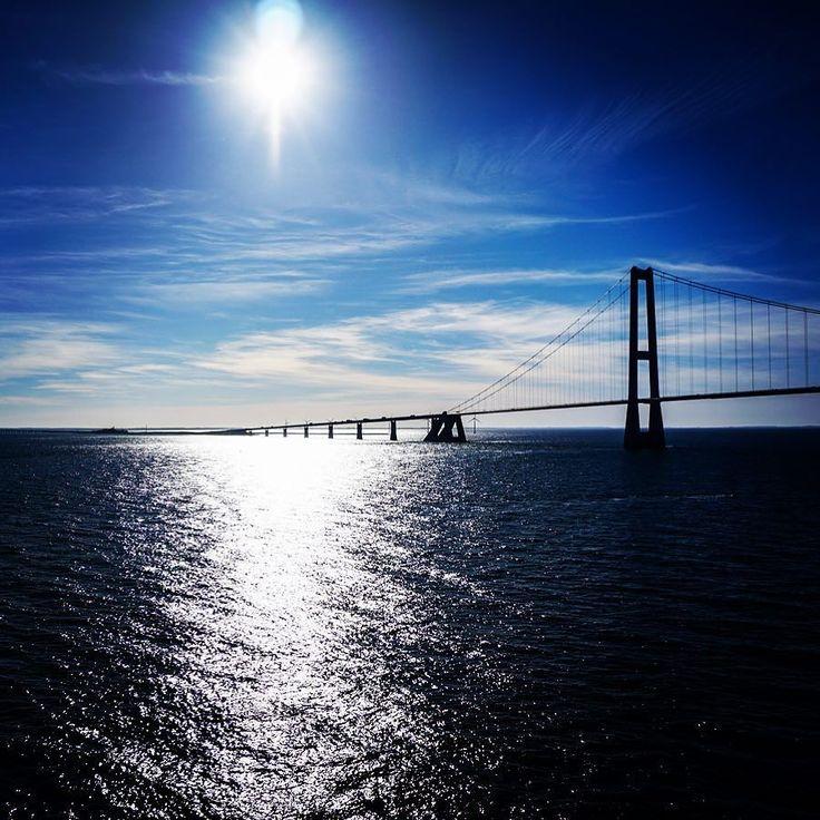 Storebælt Brücke - Höhepunkt mit der Color Line #herrlich #brücke #Meer #Ostsee #Jorge #Norwegen #Storebælt #earthphoto #awesomeview #dänemark #schweden #watercolor #sunset #bridge #fähre #Schiffe #