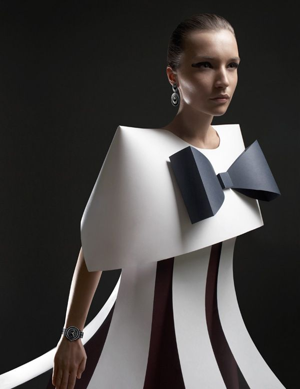 paper-fashion-by-alexandra-zaharova-and-ilya-plotnikov_8 Image from: http://www.thecoolist.com/paper-sculpture-fashion-by-zaharova-and-plotnikov/