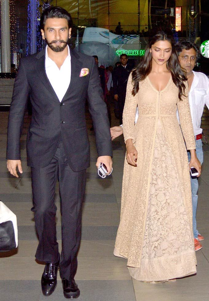 Ranveer Singh and Deepika Padukone at the Mumbai airport #Bollywood #Fashion #Style #Beauty