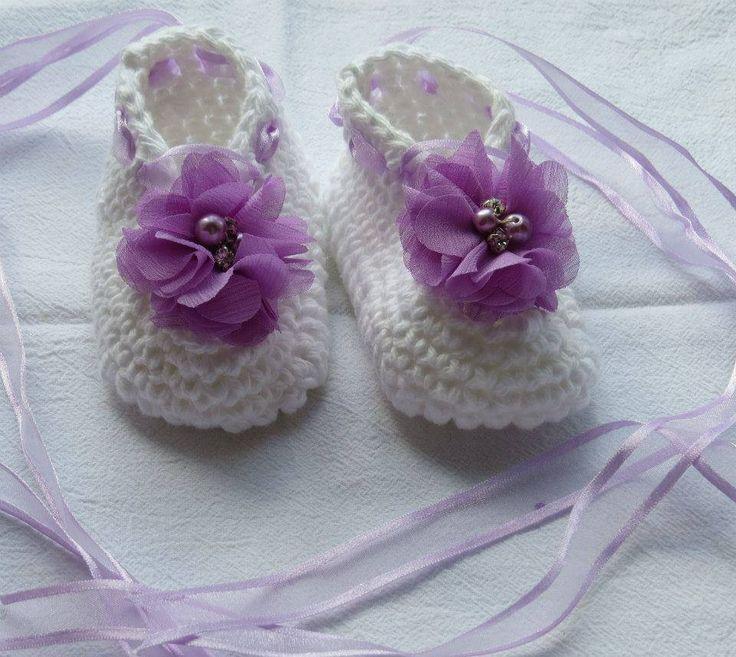 Sweet crochet wrap up booties :)