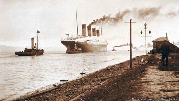 """""""Titanic"""" wypływa z Belfastu"""