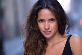 Adria Arjona - actriz guatemalteca