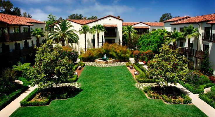 Estancia La Jolla Hotel & Spa San Diego Located adjacent to University of California San Diego, this boutique La Jolla hotel boasts an outdoor pool, 3 restaurants and a spa and wellness center.  Free Wi-Fi is offered in each guest room.